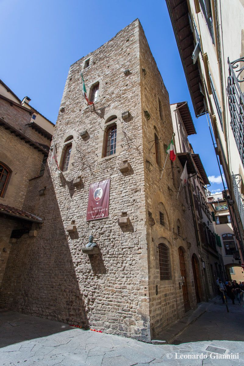 Guided tour of the dante s house museum in florence for Planimetrie della casa di piantagione