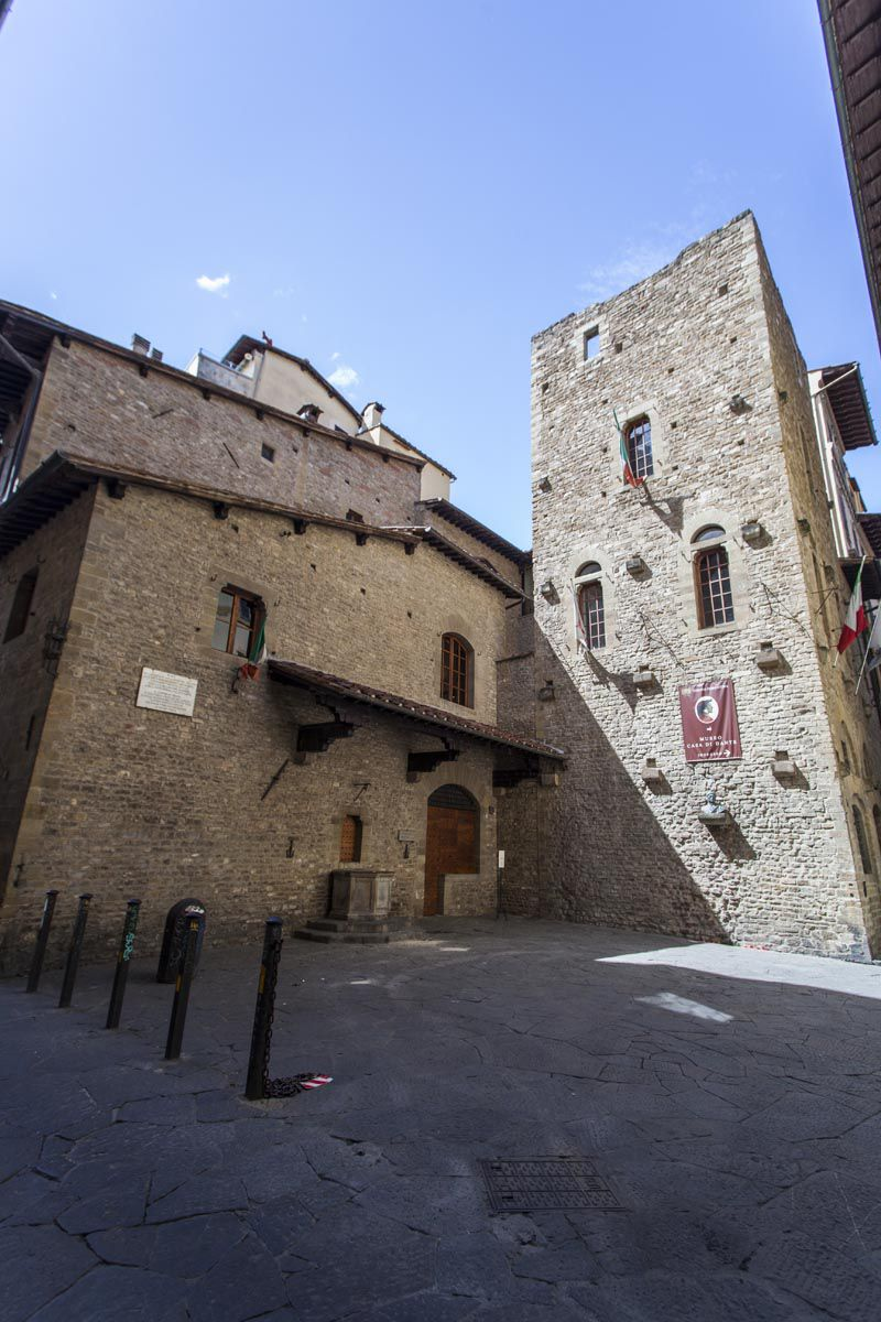 La piazzetta davanti al Museo Casa di Dante